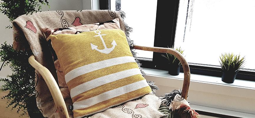 Bamboe stoel met kussens en deken